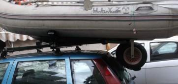 foto porta gommone automobile