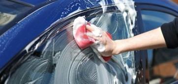 foto prodotti per pulizia carrozzeria auto automobile