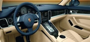 foto sedili auto in pelle automobile